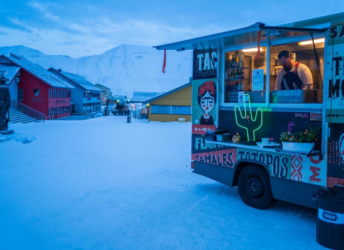 Il fine settimana l'isola si anima di food truck, i ristoranti e le birrerie rimangono aperti fino a tardi,  ed è possibile sbrodolarsi con un ottimo taco alle due di notte mentre fuori fanno 30 gradi sotto zero.