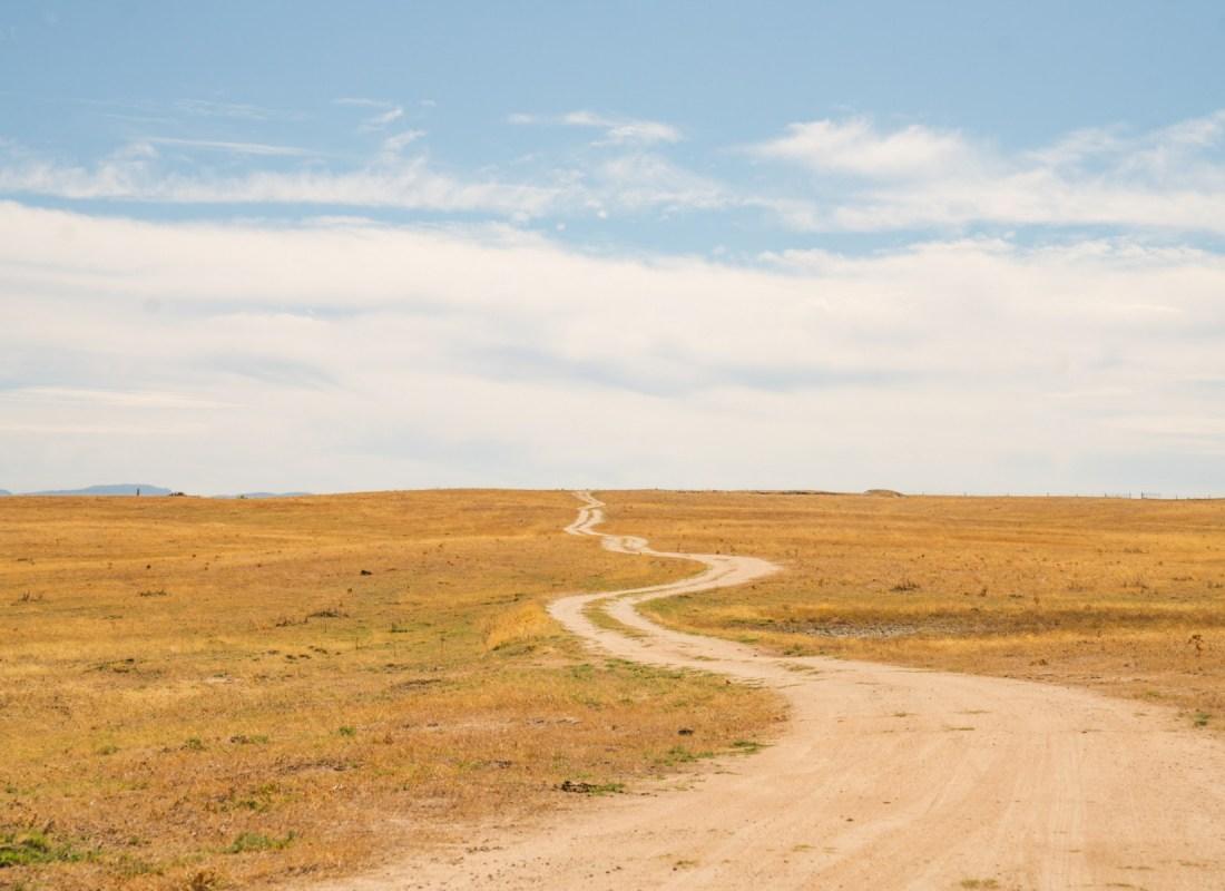 La strada per giungere alle coltivazioni. – Castilla de la Mancha, Spagna