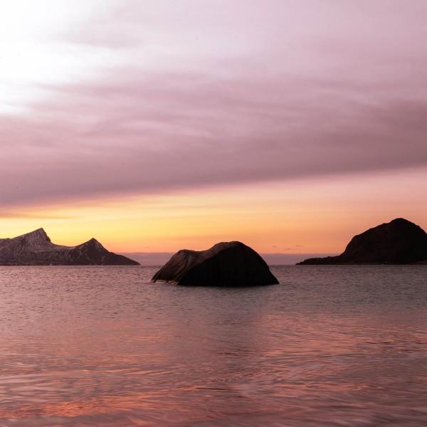 3-Antiche-rocce-guardiane-dell'Artico-Prehistoric-Norway-Arctic-Visions