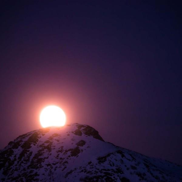 5-La-luce-chiara-del-sorgere-di-luna-piena-Prehistoric-Norway-Arctic-Visions