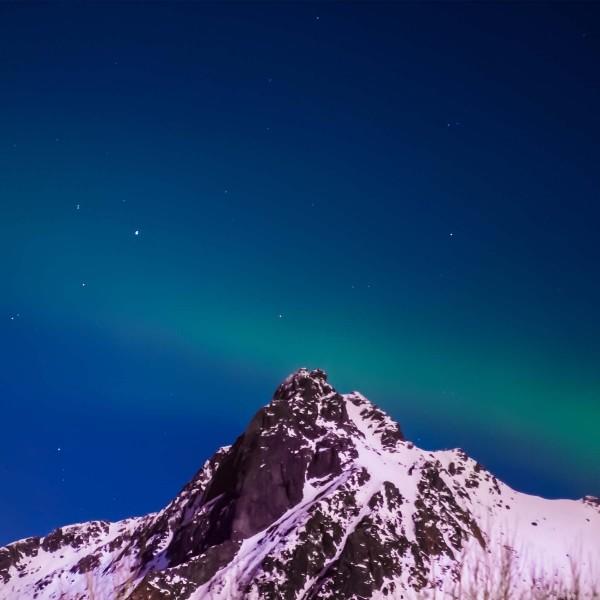 6-Nel-cielo-iniziano-le-danze-di-luce-dell'aurora-boreale-Prehistoric-Norway-Arctic-Visions