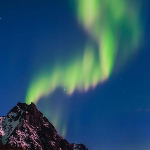 7-La-pioggia-magnetica-nella-notte-stellata-Prehistoric-Norway-Arctic-Visions
