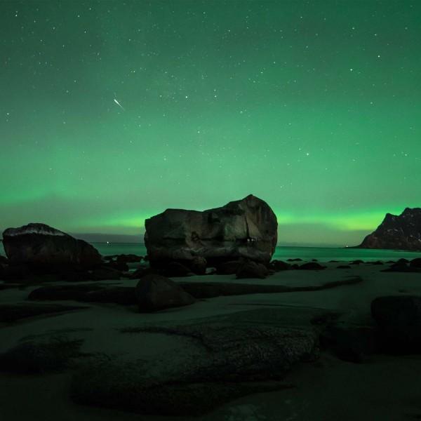 9-Rocce-preistoriche-che-abitano-spiagge-primordiali-Prehistoric-Norway-Arctic-Visions